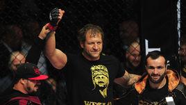 За нокаутом. Александр Емельяненко подерется с чехом из UFC