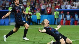 Суббота. Сочи. Россия - Хорватия - 2:2, пенальти - 3:4. Домагой ВИДА (справа).