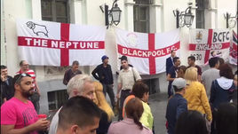 А теперь - Англия! Болельщики из Великобритании постепенно оккупируют Никольскую