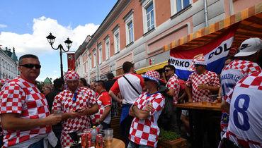 Хорватия, что ты делаешь? Ее болельщики пронесли запрещенный флаг
