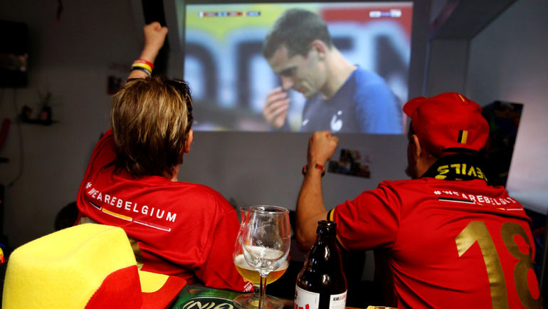 Болельщики сборной Бельгии смотрят полуфинальную игру чепмионата мира между Францией и Бельгией. Фото REUTERS