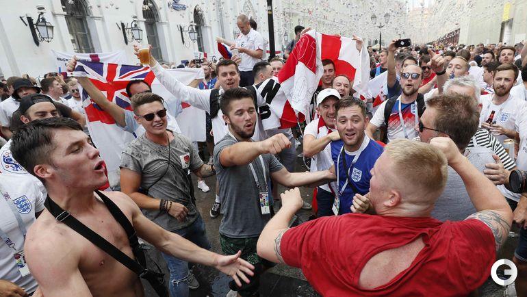 Сегодня. Москва. Английские фанаты в центре столицы перед игрой Хорватия - Англия.
