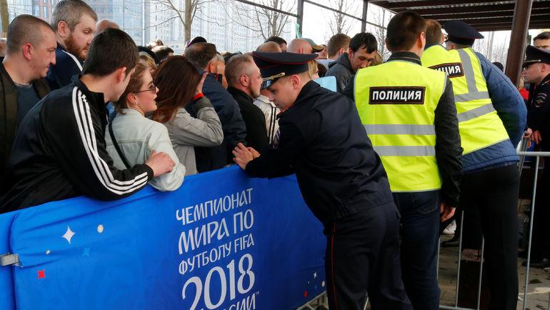 Очередей у билетного центра ФИФА в Москве давно нет. Но спрос все равно высокий. Фото REUTERS