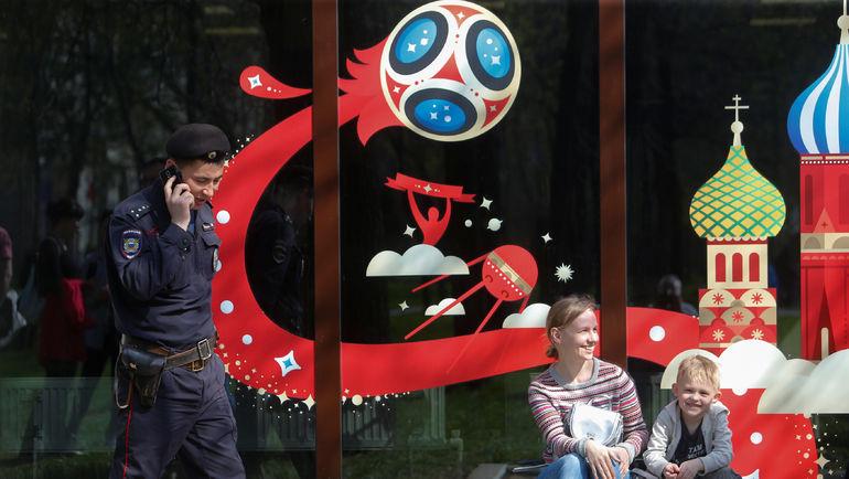 У билетного центра ФИФА в Москве. Фото REUTERS