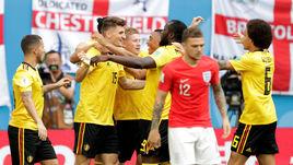 Сегодня. Санкт-Петербург. Бельгия - Англия - 2:0. 5-я минута. Бельгийцы празднуют первый гол.