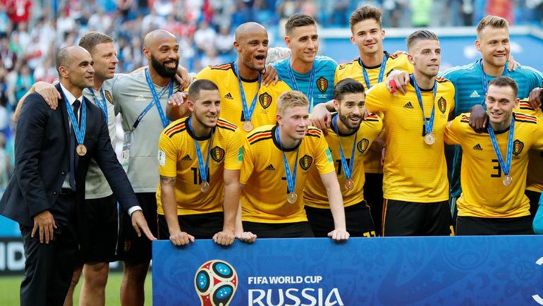 Роберто МАРТИНЕС во время награждения сборной Бельгии. Фото REUTERS