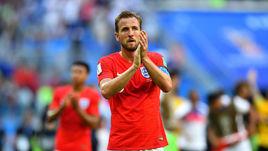 Суббота. Санкт-Петербург. Бельгия - Англия - 2:0. Харри КЕЙН благодарит болельщиков за поддержку.