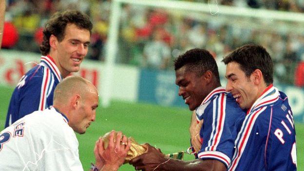 1998 год. Футболисты сборной Франции празднуют победу на чемпионате мира. Фото Александр ФЕДОРОВ, «СЭ»