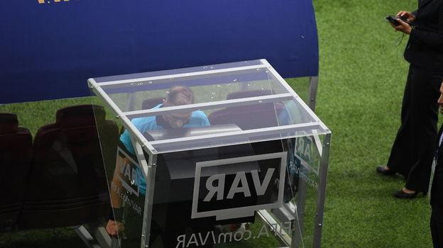Гол по новой технологии. За что назначен пенальти в финале ЧМ-2018?