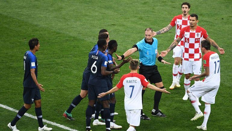 Воскресенье. Москва. Франция - Хорватия - 4:2. Пенальти в ворота хорватов был назначен после видеоповтора. Фото REUTERS