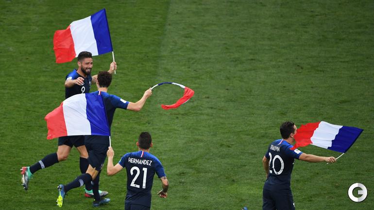 Воскресенье. Москва. Франция - Хорватия - 4:2. Французы празднуют победу.
