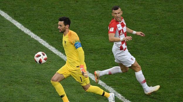 Юго ЛЛОРИС (слева, против Ивана ПЕРИШИЧА). Фото AFP