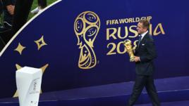 Воскресенье. Москва. Лужники. Франция – Хорватия – 4:2. Церемония награждения. Филипп ЛАМ выносит кубок мира.