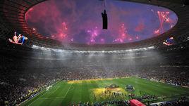 15 июля. Москва. Лужники. Франция - Хорватия - 4:2. Салют над стадионом после финала ЧМ-2018.