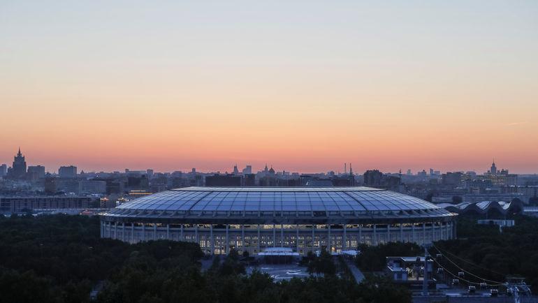"Стадион ""Лужники"" на заре. Фото REUTERS"