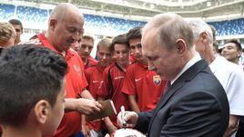 Черчесову – автограф, клубам – стадионы. Президент подвел итоги ЧМ-2018