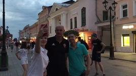 Гончаренко гуляет по улицам Нижнего Новгорода перед игрой за Суперкубок с