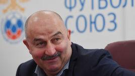 Главный тренер сборной России Станислав ЧЕРЧЕСОВ.