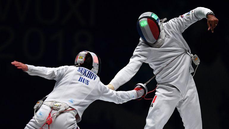 Четверг. Уси. Павел СУХОВ (слева) атакует француза Янника БОРЕЛЯ. Фото AFP