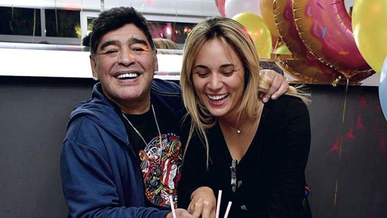Марадона и Оливе на праздновании ее дня рождения. Фото Ole