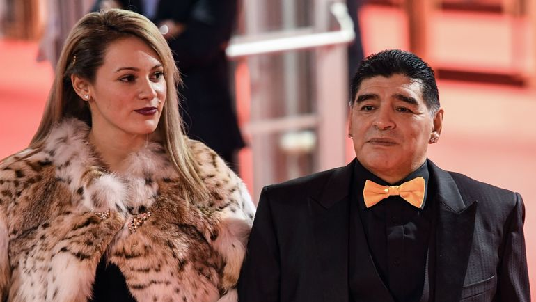Диего МАРАДОНА (справа) и его девушка Росио ОЛИВА. Фото AFP