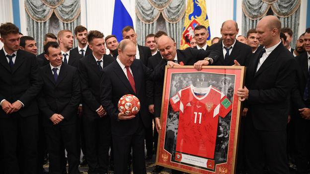 Путин наградил сборную России. Как это было