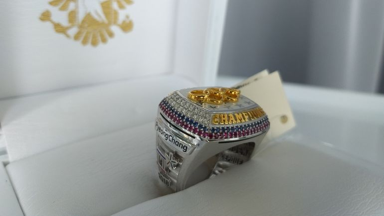 Перстень олимпийского чемпиона по хоккею. Фото Сергей ФЕДОСЕЕВ, ФХР