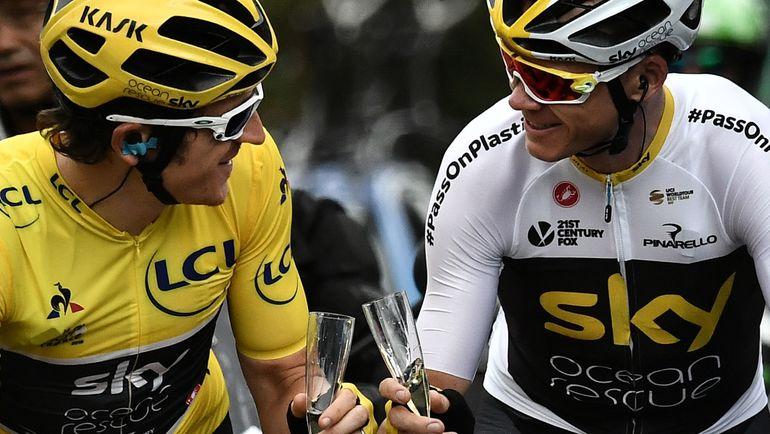 """Воскресенье. Париж. Герейнт ТОМАС (слева) и Кристофер ФРУМ на финише """"Тур де Франс""""-2018. Фото AFP"""