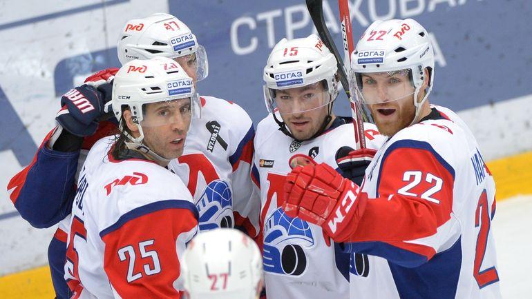 Максим ТАЛЬБО (слева) и Брэндон КОЗУН (в центре). Фото photo.khl.ru