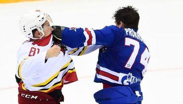 Начался хоккей - начались и драки. Как Прохоркин победил тафгая