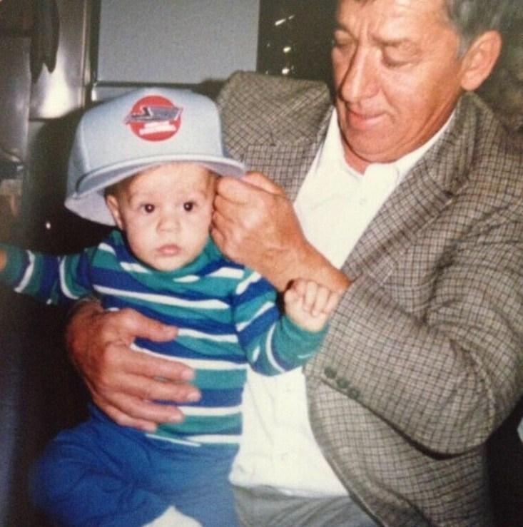 Маленький Кайл ДУБАС и дедушка Уолтер.