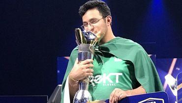 Новый король FIFA: аравиец - чемпион мира по киберфутболу