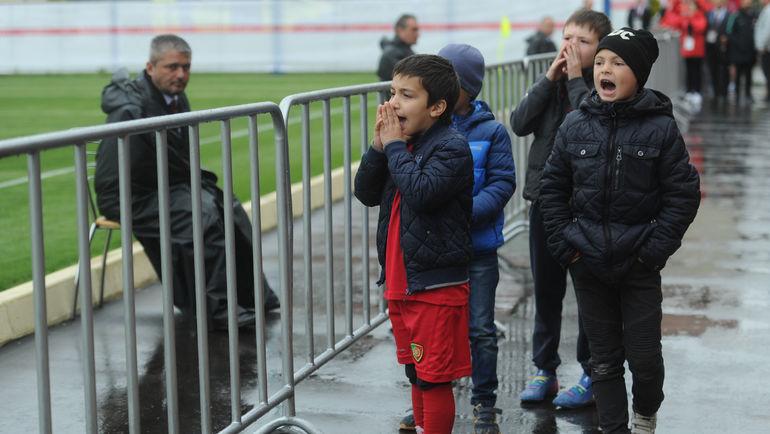 """""""Криииш!"""" Дети на тренировке сборной Португалии. Фото Дарья ИСАЕВА, """"СЭ"""""""