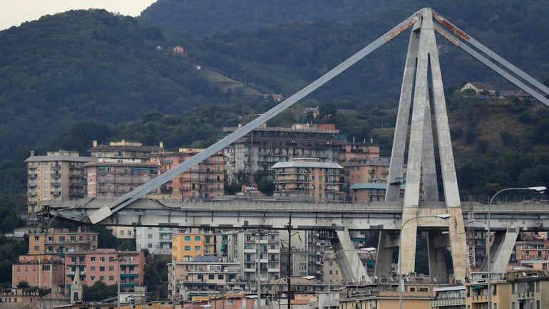 """""""Летел вниз 30 метров"""". Футболист чудом не погиб при крушении моста в Генуе"""