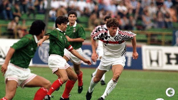 16 августа 1992 года. Москва. Россия - Мексика - 2:0. Игорь Ледяхов (справа). Фото Александр Федоров,