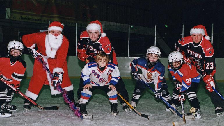 Маленький Василий ПОДКОЛЗИН (третий справа). Фото из архива семьи Подколзиных