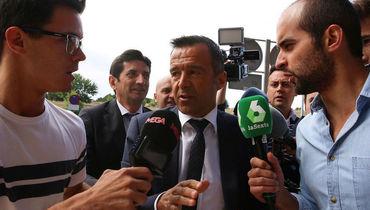 Жорже МЕНДЕШ (в центре). Фото Reuters
