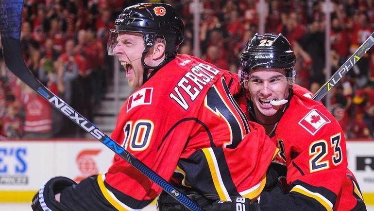 """Крис ВЕРСТИГ (слева) в составе """"Калкари"""". Фото НХЛ"""