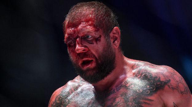 Тони Джонсон разбил лицо Александру Емельяненко во время боя. Фото Дарья ИСАЕВА, «СЭ»