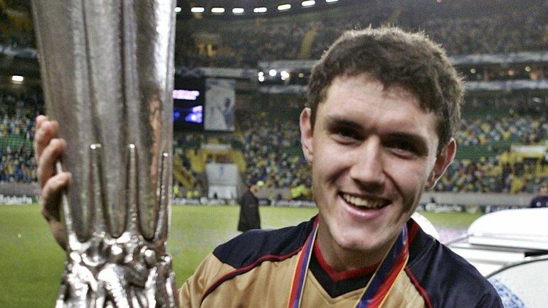 2005 год. Армеец Юрий ЖИРКОВ с Кубком УЕФА.