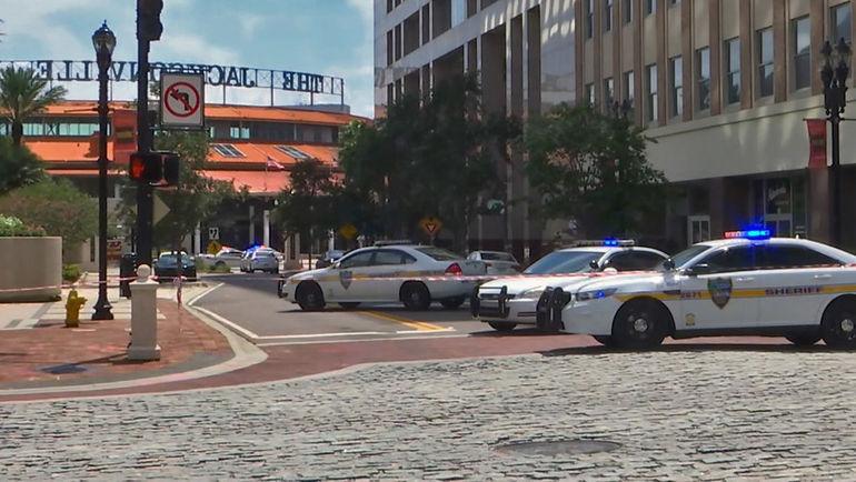 В торгово-развлекательном центре в городе Джексонвилл неизвестные открыли огонь по людям во время киберспортивного турнира. Фото AFP