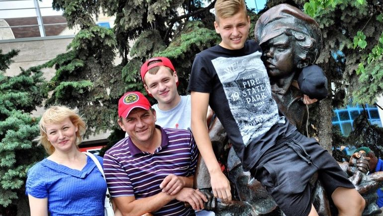 Спортивная семья - Галина, Владимир, Максим и Александр МАКСИМЕНКО (слева направо). Фото Из архива семьи МАКСИМЕНКО