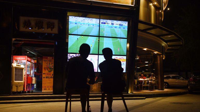 Футбол - везде. Не только во время чемпионата мира. Фото AFP
