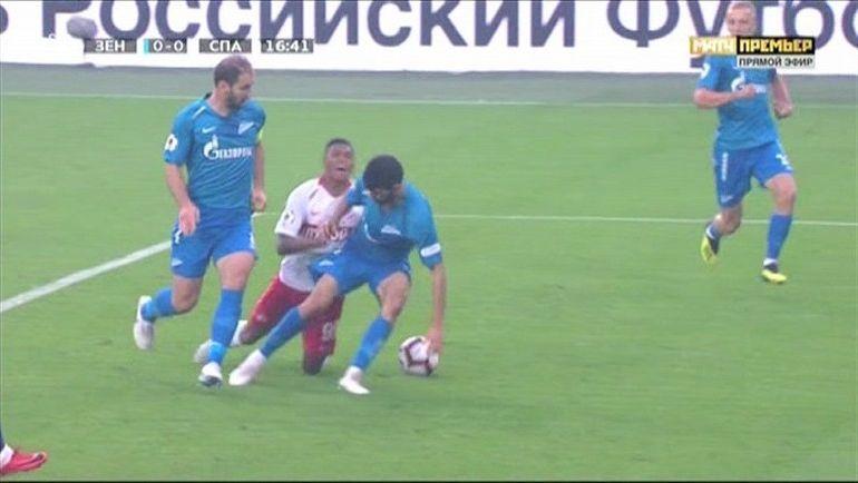 """Спорный момент на 17-й минуте матча """"Зенит"""" - """"Спартак""""."""