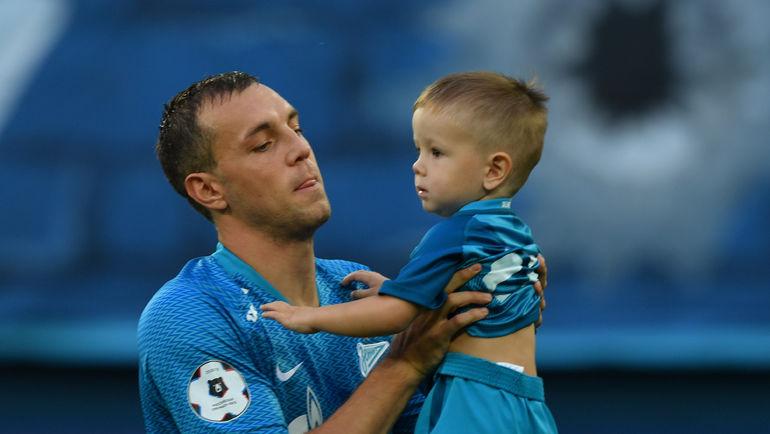 """Артем ДЗЮБА с сыном. Фото Александр ФЕДОРОВ, """"СЭ"""""""