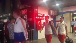Сборная России прилетела в Турцию, когда уже стемнело