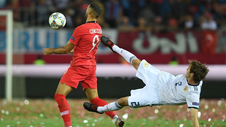 7 сентября. Трабзон. Турция - Россия - 1:2. Дженк Тосун и Марио Фернандес. Фото AFP