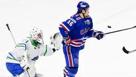 """Суббота. Санкт-Петербург. СКА - """"Салават Юлаев"""" - 1:4. Андрей Кареев (слева) и Сергей Плотников."""