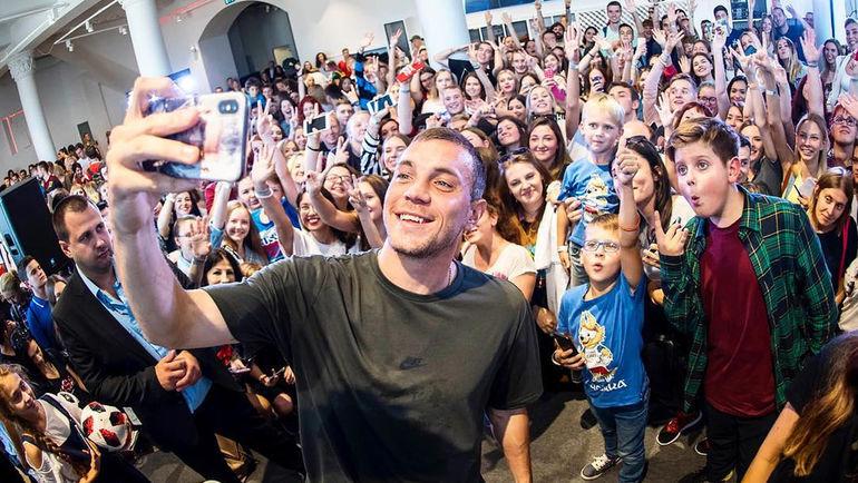 9 сентября. Артем Дзюба на встрече с болельщиками. Фото instagram.com/artem.dzyuba