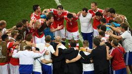 7 июля. Сочи. Россия - Хорватия - 2:2, пенальти - 3:4. Артем Дзюба и команда перед дополнительным временем.